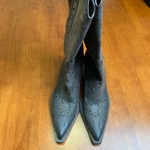 Shoes - pointed toe, cowgirl boots
